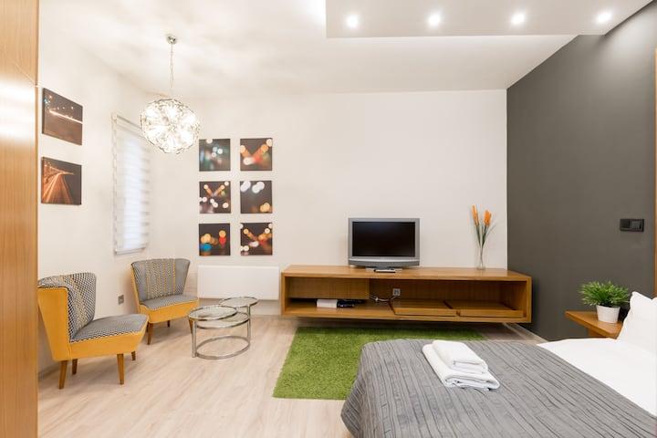 Vaci Street Super Suite Near The Danube