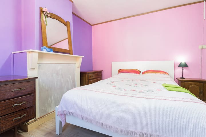 Cozy room with double bed and breakfast option!!