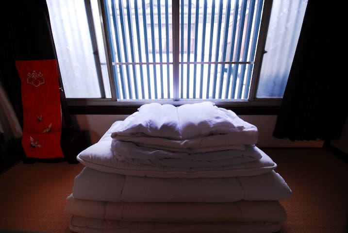 This room is a bright room that shines in the morning / 和室の朝のイメージ写真