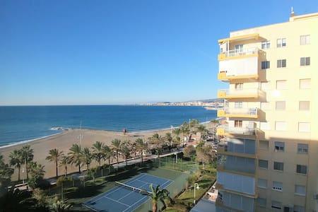apartamento a pie de playa con piscina y tenis. - Algarrobo