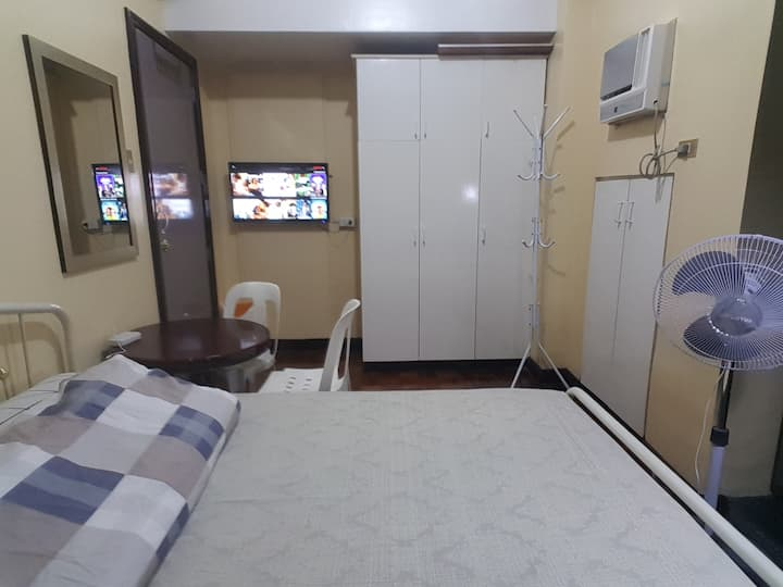 Cozy Private Queen Bedroom Makati Ave Rockwell 16F