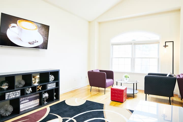 Private Room w/ Beautiful  Living RM 20min to NYC