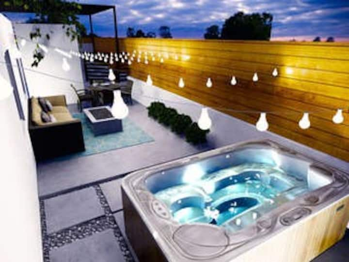 ♦ NEW REMODEL- ZEN BACKYARD OASIS; MODERN; SPA; FIREPLACE ♦
