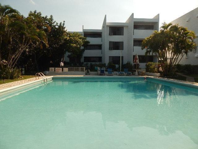 Peaceful Ocean View Apartment & Pool