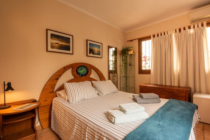 Double Bedroom, bathroom and independent access