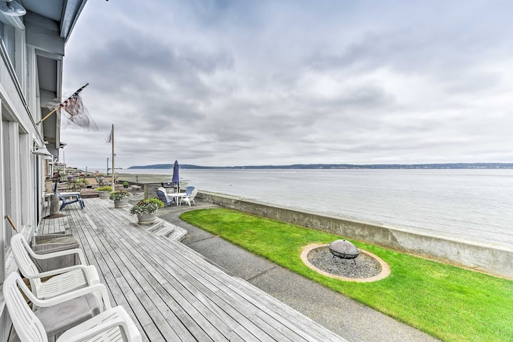 Beachfront Whidbey Island Home + Apartment!