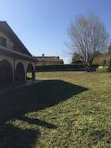 stanza in villa  immersa nel verde - Genzano di Roma - วิลล่า