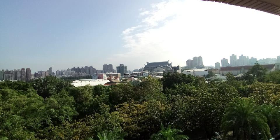 【88】陽台公寓|愛河邊上|近後驛捷運站| 高雄醫學院|吉林小吃街|