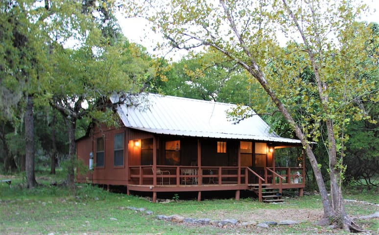 Hill Country Cabin in the woods