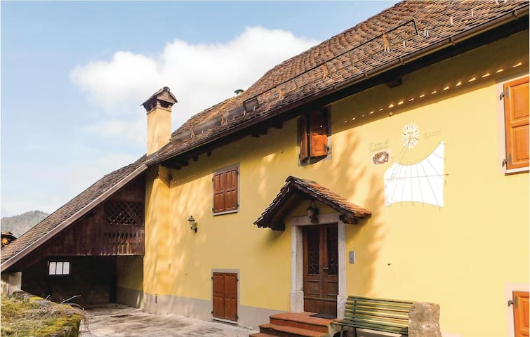 Semi-Detached with 2 bedrooms on 80 m² in Comeglians (UD)