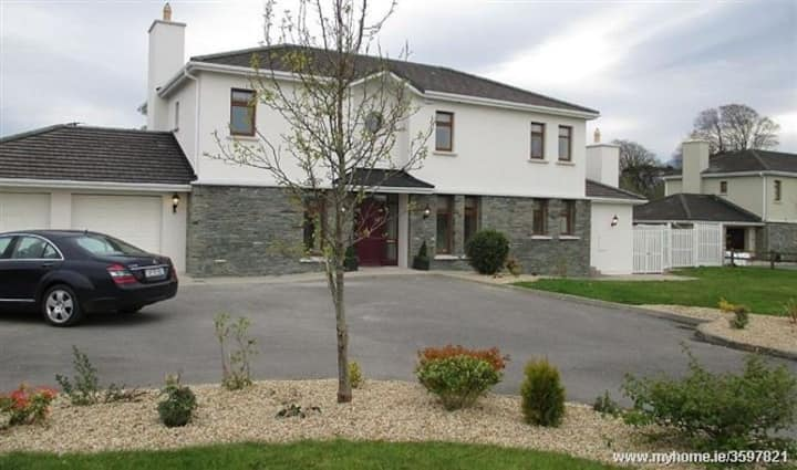 Beautiful Home On Ring Of Kerry (Beaufort) Sleep 8