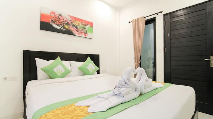 Private Room with Balcony & Breakfast in Jimbaran