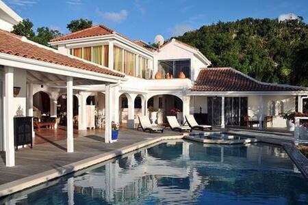 St. Tropez - Cole Bay