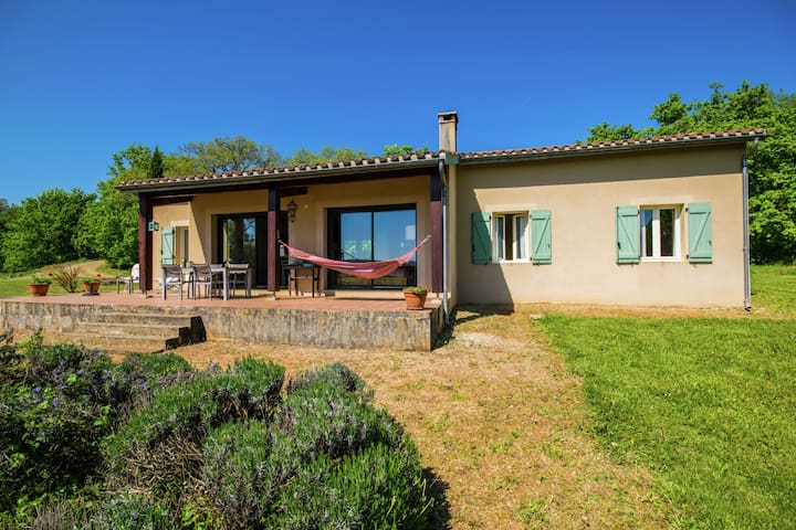 Single-floor villa with private swimming pool and panoramic view