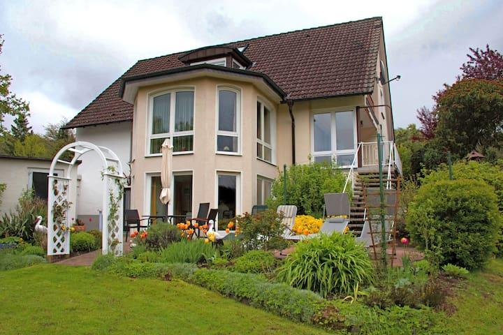 Appartement de vacances avec jardin et pelouse dans un endroit charmant de la forêt de Teutberg