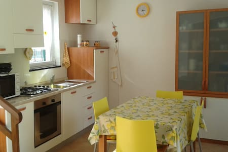 Nice independent house close to Cinque Terre - Moneglia