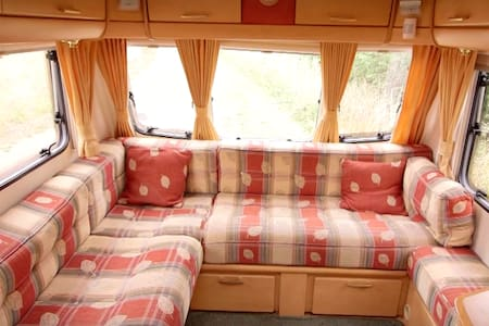 Caravan for 4 people next door to Cheltenham Races - Gloucestershire