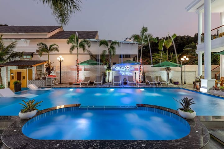 Swimming pool view villa