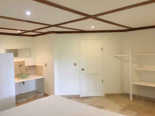 open bathroom and separate toilet en suite