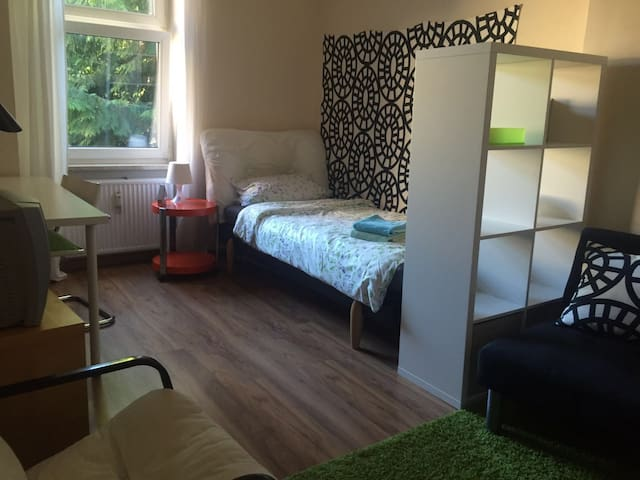 two bikes and perfect room in Berlin Tegel - Berliini - Huoneisto