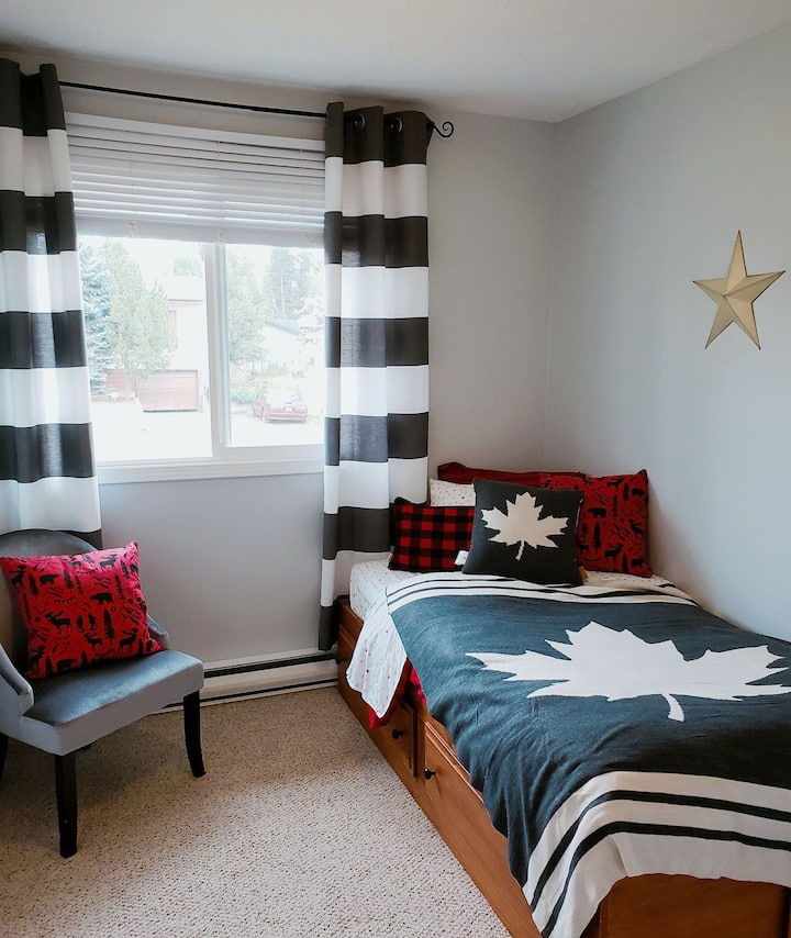 Charming room, close to Hospital and Main Street