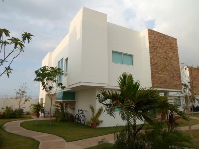 Confortable Habitación - Santa Marta - Hus