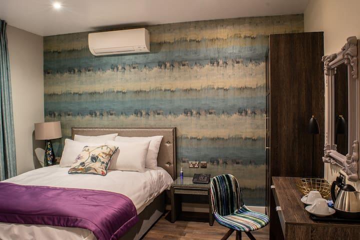 The Villare Hotel - Room 100