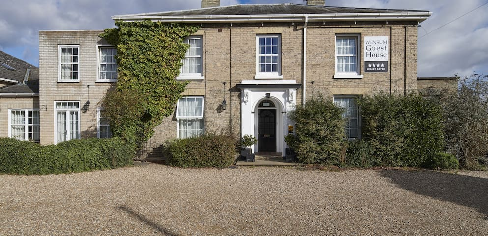 Single Room in Welcoming 4★ Norwich Guest House
