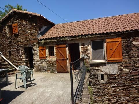 Maison en pierre, cadre et vue exceptionnels