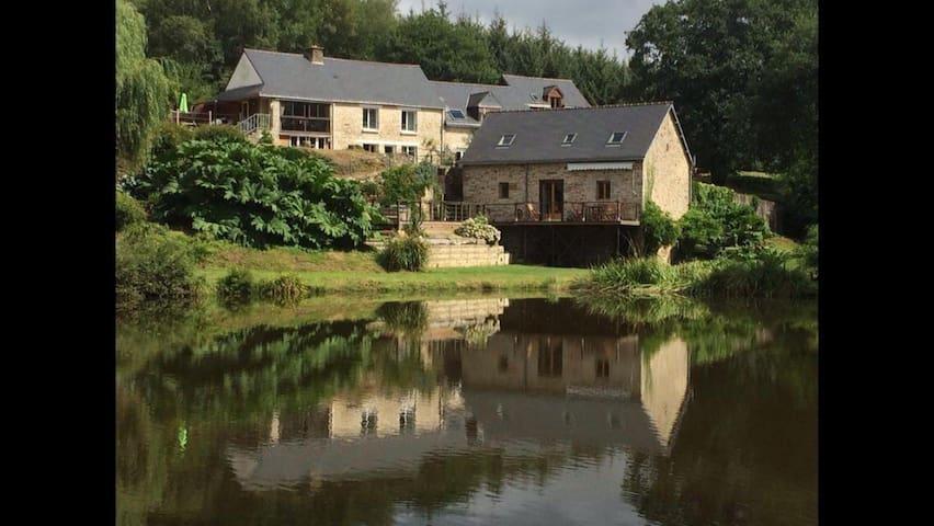 Le Perche (Gite 3) Moulin Le Ponto with lake.