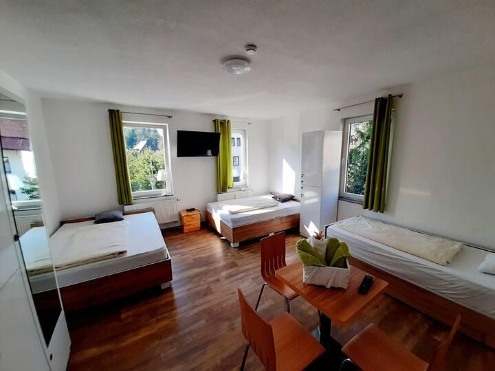 Dreibettzimmer bis 5 Personen, Gemeinschaftsbad