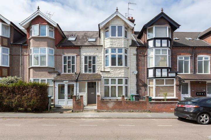 Urban Holiday Home in Watford near Harry Potter Studios