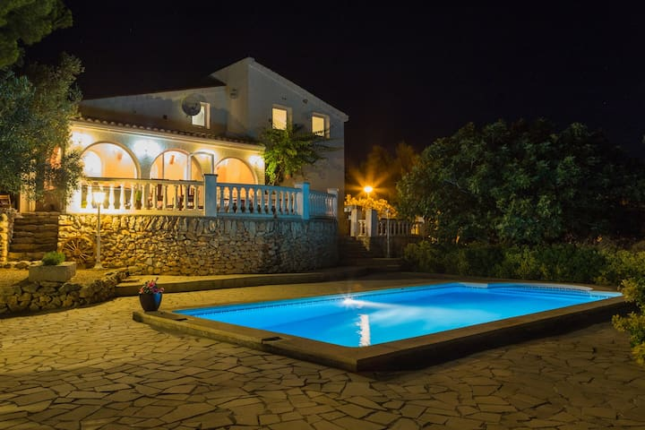 Villa with huge private pool & amazing sea views! - El Perelló - Villa
