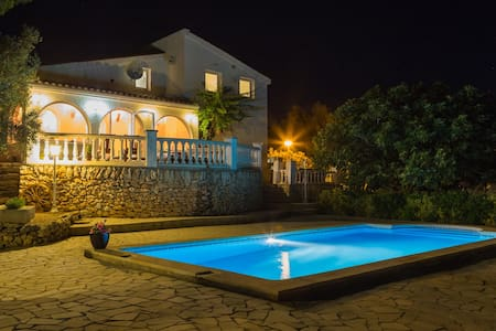 Villa with huge private pool & amazing sea views! - El Perelló