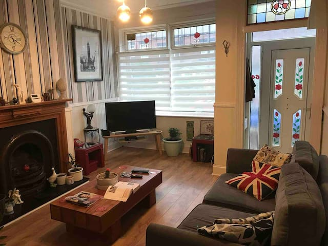 Cosy Home 5 min car 10 by Bus from Leeds Centre