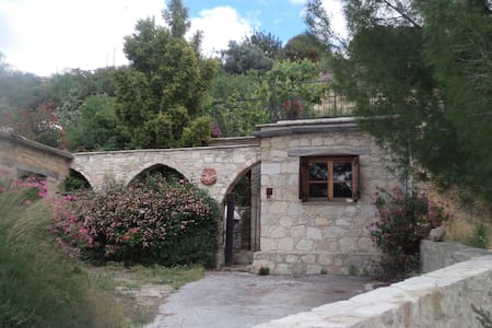 """Lantana"" Traditional Stone House"