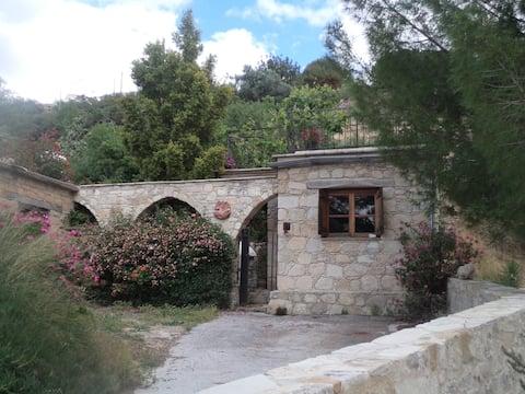 """Casa tradizionale in pietra """"Lantana"""""""