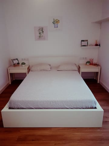 Double room with private bathroom in Barcelona