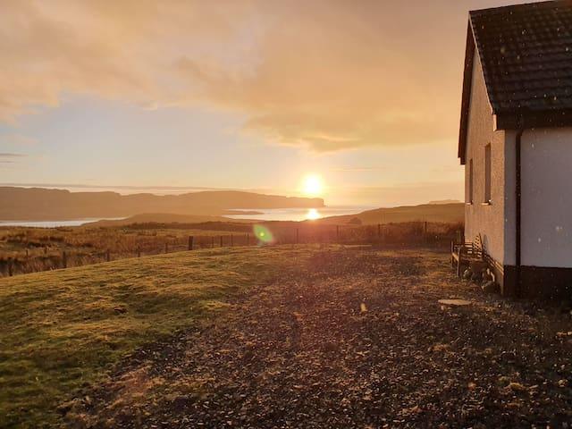 Skye sea & ben views- 20min Portree or beach! Rm 1