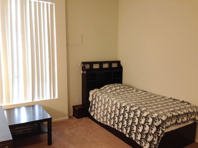 WHollywood private Bedroom is near Park