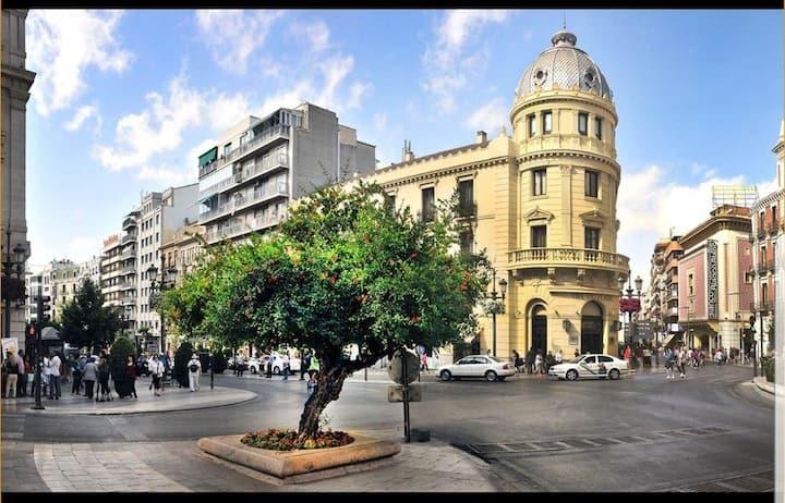 CITY CENTER, PUERTA REAL