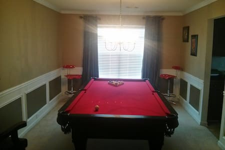 Private room in 4br house near downtown ATLANTA - Ellenwood - Casa