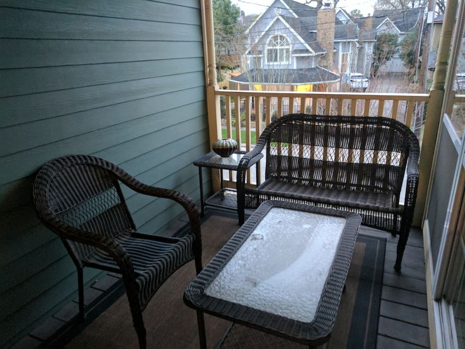 Comfortable 2nd story patio