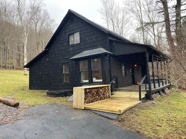 Newly Renovated Catskill Getaway w/ Hot Tub