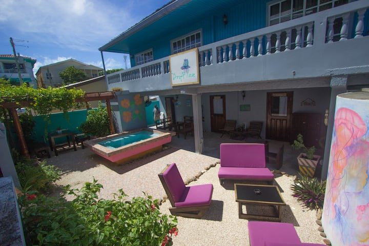5 Bed Room near Beach Bars and Dive Shops