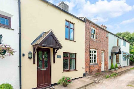 Butter Cottage, a cosy home in Mountsorrel, Leics