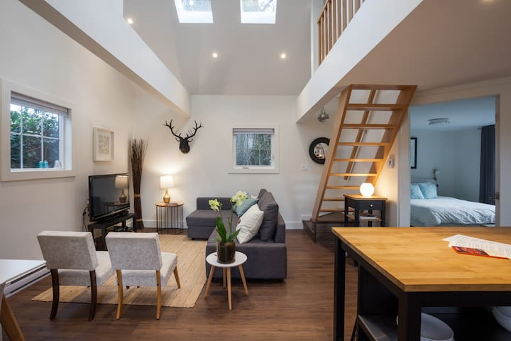 Oakleigh Carriage House- Modern and New!