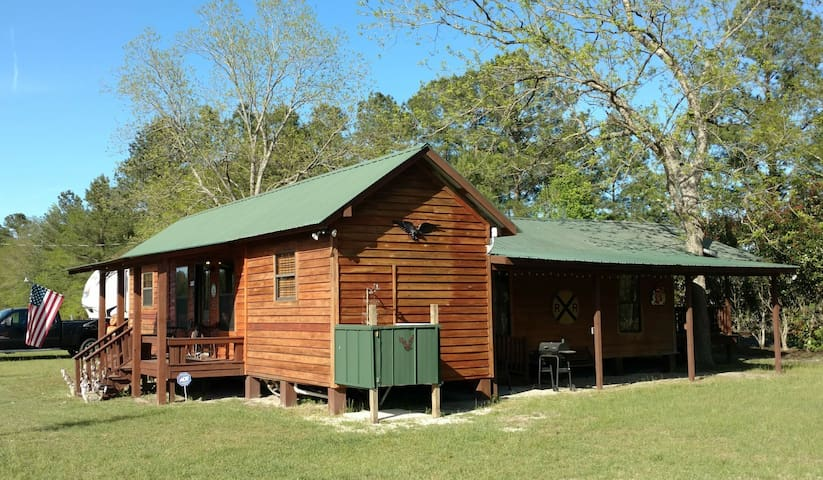 "Freeman Farm ""Love Shack"" Bunkhouse for 9 or 1. - Statesboro - Blockhütte"