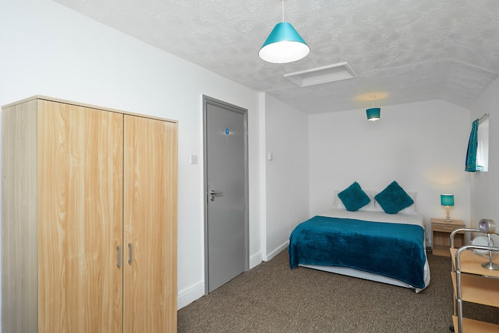 1Executive Business Room-Derby-Home Away From Home