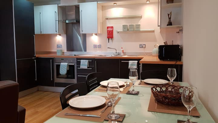 Lovely quiet apartment, near station, free parking